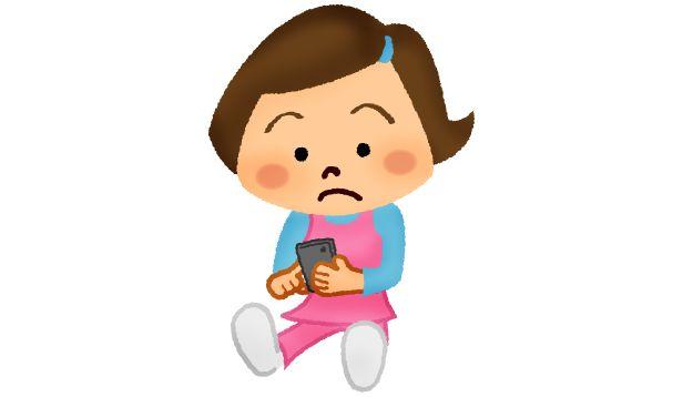 スマートフォンで勉強する女の子