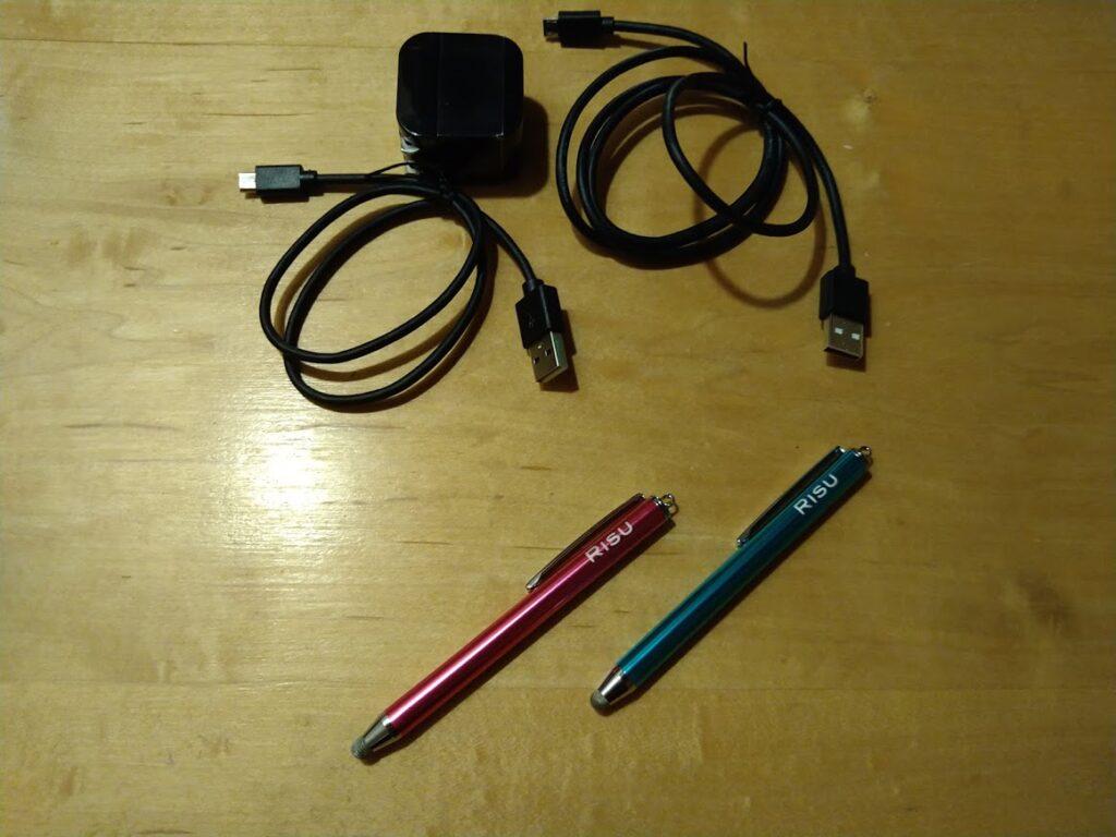 risu算数の付属品のUSBケーブルとタッチペン